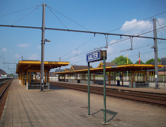 grote weergave spoor station-Aalter